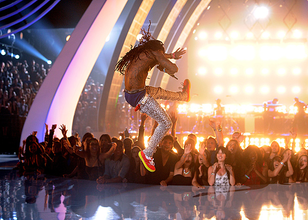 Lil Wayne performing How To Love