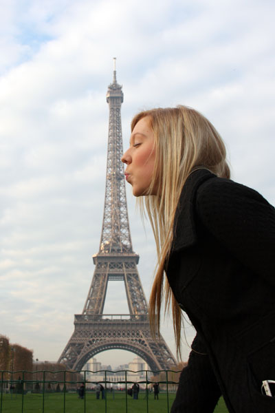 Kissing the Eiffel Tower