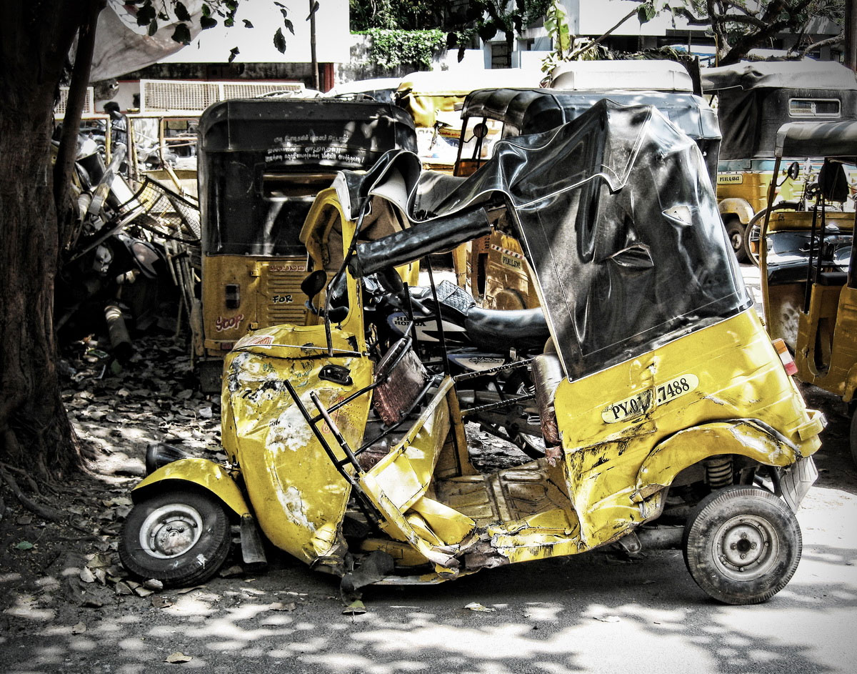 destroyed tuk tuk in india. Black Bedroom Furniture Sets. Home Design Ideas