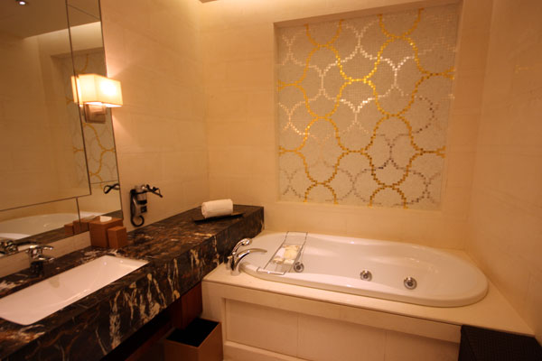 Bathroom in Straits Suite at Marina Bay Sands
