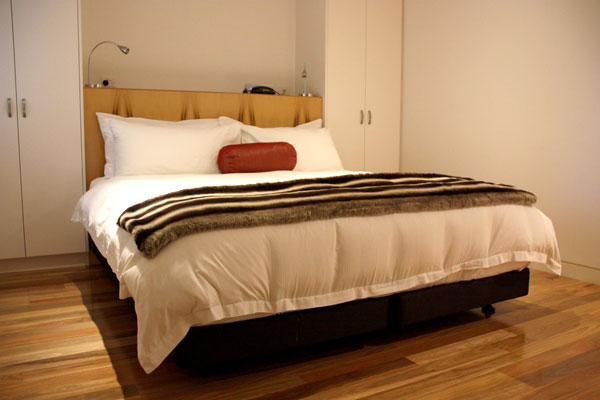 Bed at Salamanca Wharf Hotel